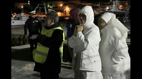 Migranti: in 43 sbarcano a Lampedusa