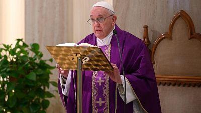 Papa, preghiamo per gli anziani soli