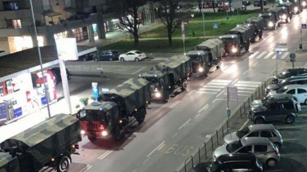 Esercito con le bare lascia Bergamo