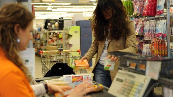 Muore cassiera, chiuso market a Brescia