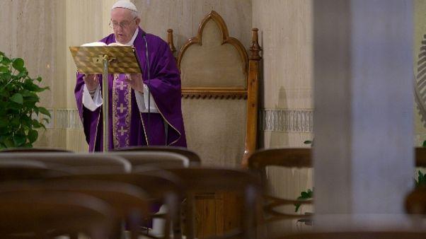 Papa prega per chi ha problemi economici
