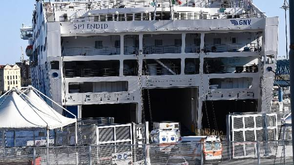 Primi pazienti su nave-ospedale a Genova