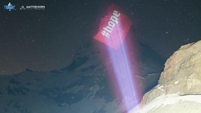 Cervino illuminato come segno speranza