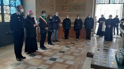 Bergamo, sindaco Gori accoglie 113 urne