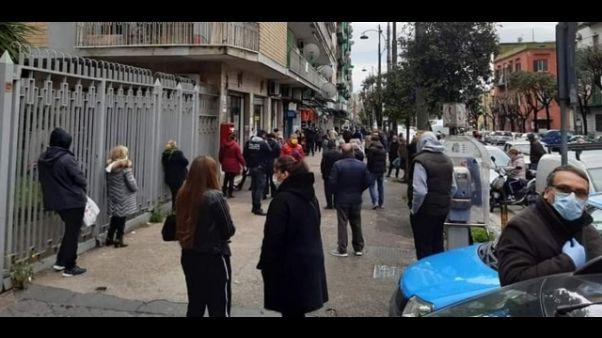 """""""Folla in Poste Napoli per la pensione"""""""
