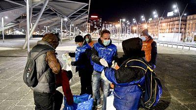 Homeless Napoli senza cibo e multati