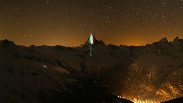 Tricolore su Cervino, omaggio Svizzera