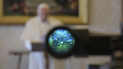 Covid: Papa, grazie a media meno isolati