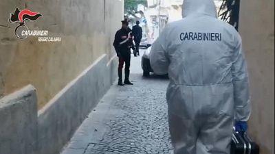 Gli sparano per video controlli, arresti