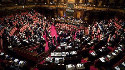 Governo pone fiducia su dl cura Italia