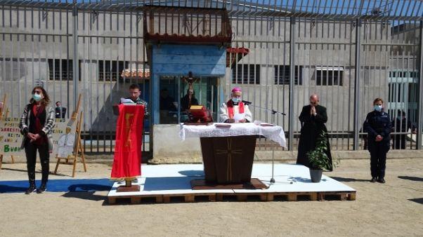 Via Crucis vescovo Catanzaro in carcere