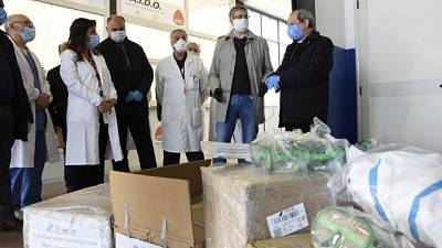 Papa dona dispositivi a ospedale Locri
