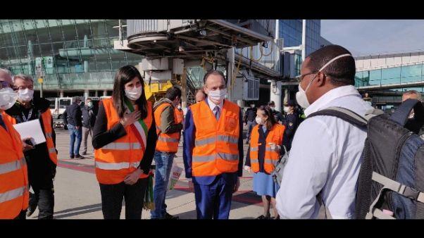 Coronavirus: sanitari 'Brigada' cubana atterrati a Torino