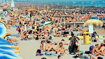 Coronavirus: Jesolo, in spiaggia solo con prenotazione