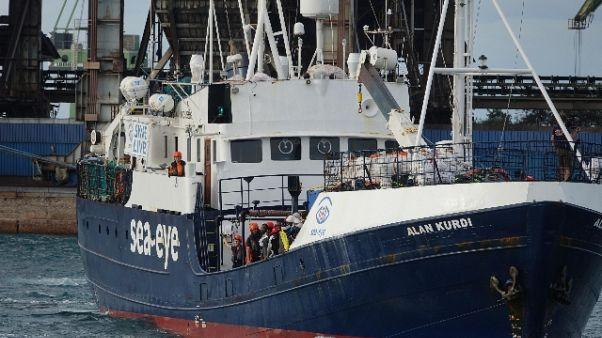 Migranti: via a trasbordo 149 Alan Kurdi