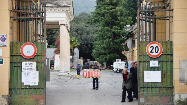 Covid, a Genova turni preti in cimitero