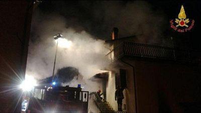 A fuoco condominio a Jesolo, un morto