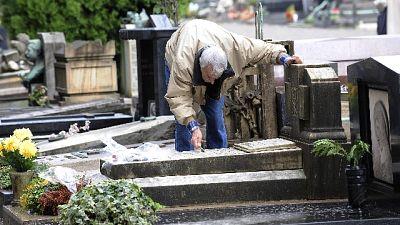 Milano, campo cimitero per morti Covid