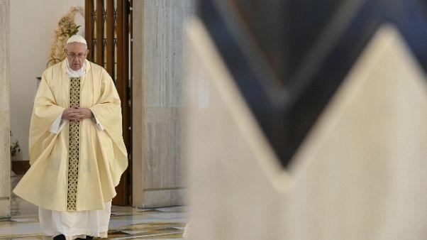 Papa prega per insegnanti e studenti