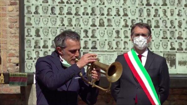 Fresu suona Bella Ciao in piazza a Bolog