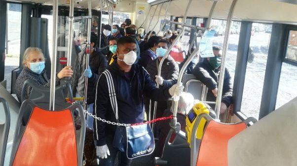 Usb, su bus a Napoli si rischia contagio