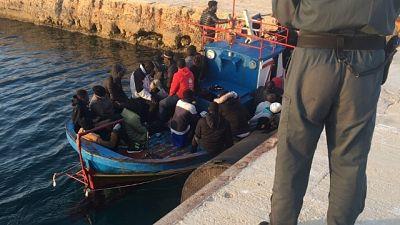 Migranti: in 100 sbarcano a Lampedusa
