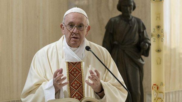 Papa, i politici superino le divisioni