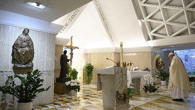 Papa, preti e medici morti sono esempio