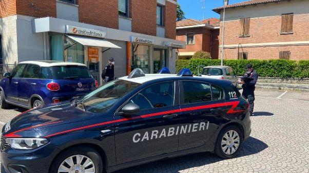 Ruba 10mila euro a una morta per Covid