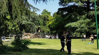 A parco Milano cade enorme ramo albero