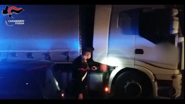 Rapinano tir e sequestrano camionista