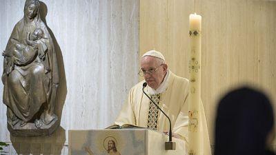 Il Papa prega per addetti alle pulizie
