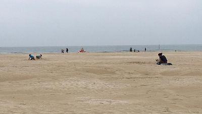 In spiaggia Rimini distanze e poca gente