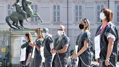 Coronavirus: infermieri davanti Regione, vogliamo rispetto