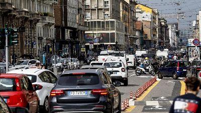 In Lombardia calano i contagi, +65 morti