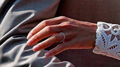Buste nozze in nero per evadere fisco