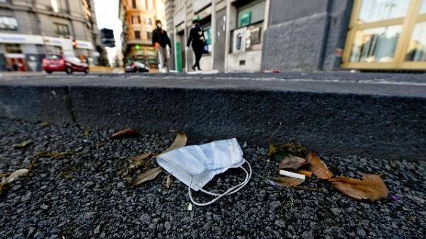 Mascherine a terra, multe nel Modenese