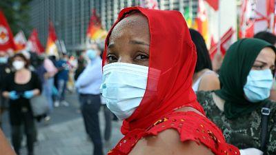 Protesta a Milano, c'è assembramento