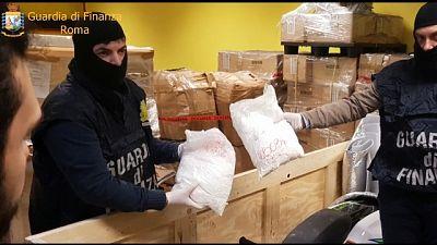 Droga: sgominata organizzazione, arresti
