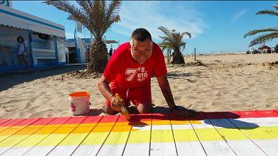 A Rimini spunta 'arcobaleno' in spiaggia
