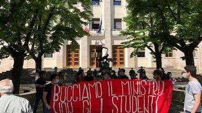 Studenti in piazza, bocciamo il ministro