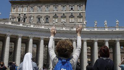 Papa pensa a lavoratrici e apre oratorio
