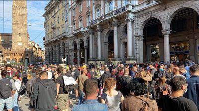 Flash mob di artisti a Bologna