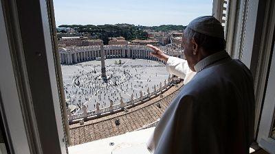 Papa ai fedeli, 'è un piacere tornare'