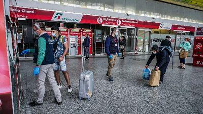 Fase 2: emozione alla stazione di Torino, 'torniamo a casa'