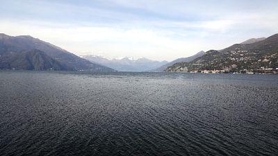 Auto nel lago di Como, morta 24enne
