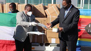 Coronavirus - Eswatini: Prime Minister Ambrose Mandvulo Dlamini recieves medical supplies from President of the Republic of Equatorial Guinea