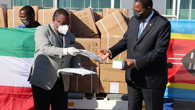 Coronavirus - Eswatini: Prime Minister Ambrose Mandvulo Dlamini recieves medical supplies from President of the Republic of Equatorial Guinea