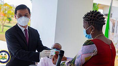 Coronavirus - Sierra Leone: Chinese Ambassador Hu Zhangliang presents COVID-19 Vaccines to Sierra Leone's President Julius Maada Bio