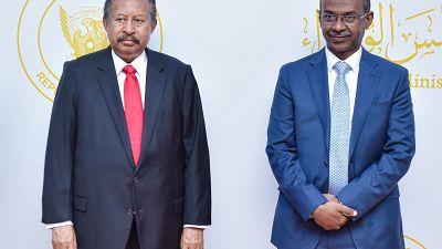 Le Premier ministre soudanais salue la première carte Visa émise par l'United Capital Bank (UCB) en tant que symbole du retour du Soudan dans l'économie mondiale